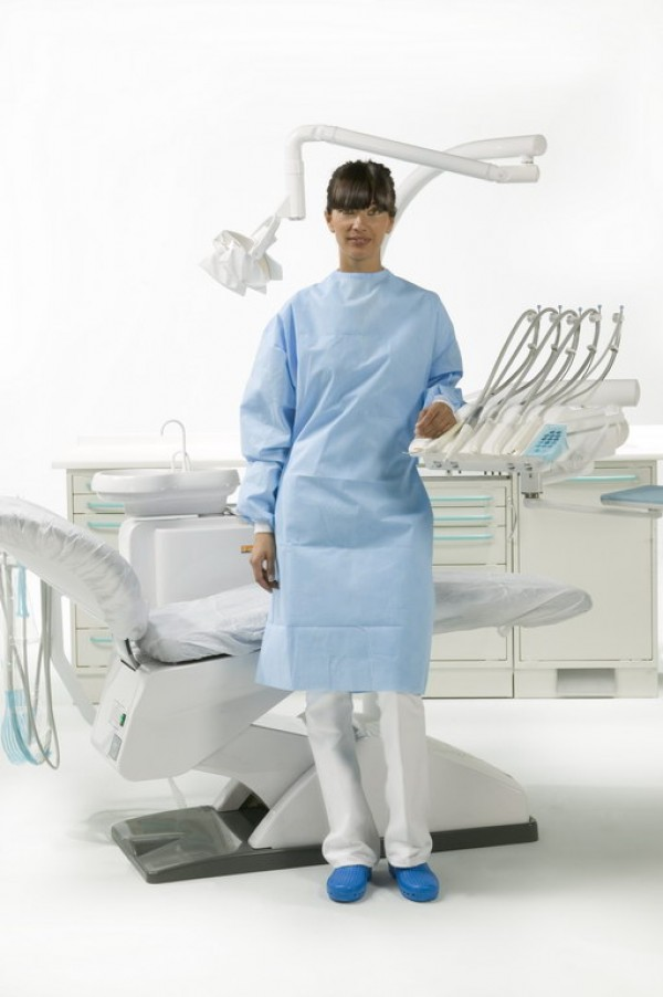 "Surgically folded Special Plus model gown and 2 hand towels wrapped in medical paper (length 46.49"" XL)"